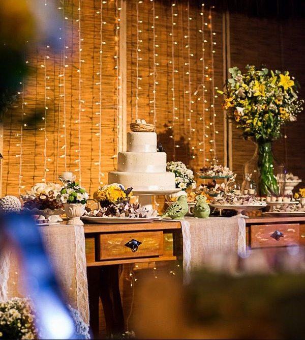 decoração de casamento simples com cortina de led