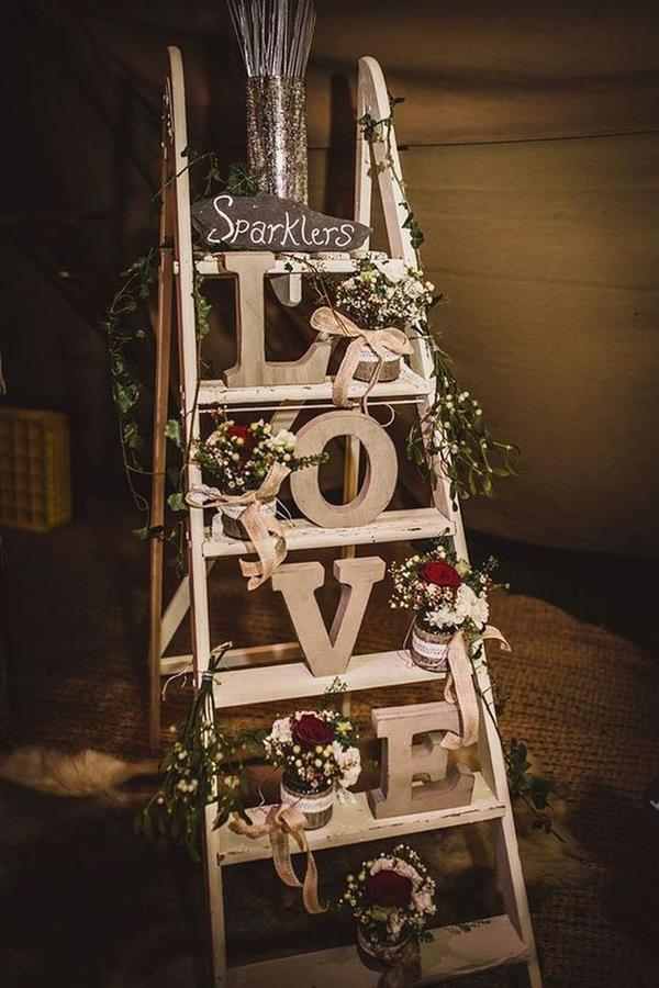 decoração de casamento simples e barato branco e vermelho